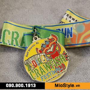 cơ sở sản xuất huy chương vàng đồng thể thao đặt làm kỷ niệm theo yêu cầu tphcm in dây đeo theo logo