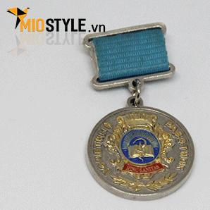 cơ sở sản xuất huy chương vàng đồng thể thao đặt làm kỷ niệm theo yêu cầu tphcm ngành giáo dục văn hoá đào tạo