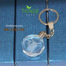 in hình ảnh móc khóa pha lê làm quà tặng hội nghị khách hàng